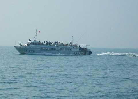 Hoạt động vận tải khách tuyến Lý Sơn-Sa Kỳ hiện đã bị tạm dừng hoạt động do ảnh hưởng của bão số 3