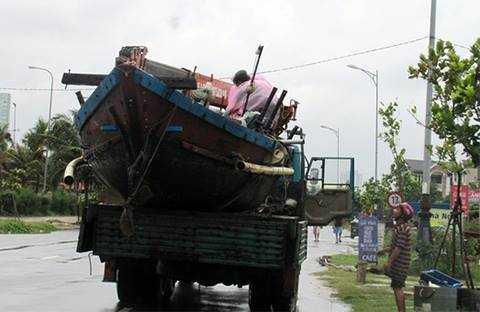 Ngư dân phải nhanh chóng đưa thuyền vào bờ tránh, trú.