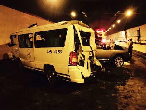 Hình ảnh tông xe liên hoàn tại hầm Hải Vân được camera ghi nhận