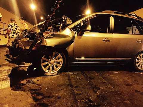 Vụ tai nạn liên hoàn khiến xe ô tô 7 chỗ và 16 bị hư hỏng nặng