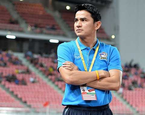 Nội bộ bóng đá Thái Lan đang mâu thuẫn vì Kiatisak (Ảnh: AFP)