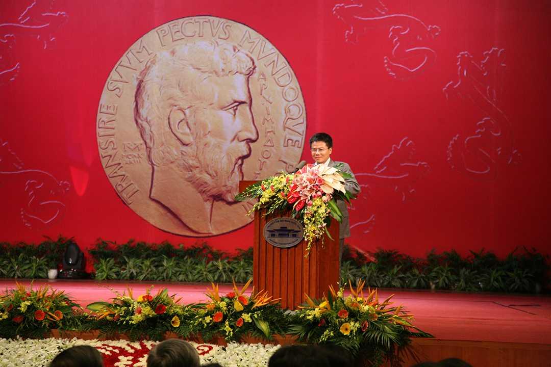 GS. Ngô Bảo Châu - Giải thưởng Fields cũng là cựu học sinh của khối Chuyên Toán Tin (ảnh: Bùi Tuấn)