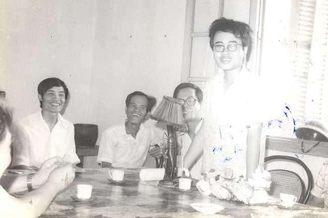 GS. Đàm Thanh Sơn (đứng) - cựu học sinh chuyên Toán