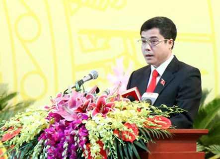 Đồng chí Hoàng Minh Tuấn, UVTV Tỉnh ủy, Trưởng Ban Tổ chức Tỉnh ủy phát biểu tham luận.