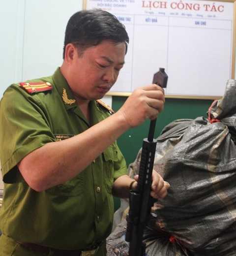 Súng đồ chơi như súng thật bị cơ quan công an bắt giữ