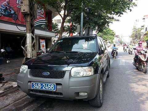 Chiếc xe vi phạm sau khi đưa về bốt giao thông tại ngã tư Lê Duẩn - Khâm Thiên