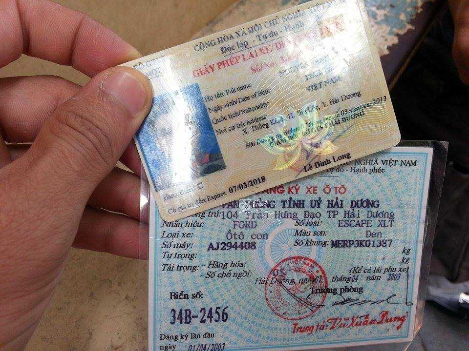 Đăng ký xe và bằng lái của tài xế Du