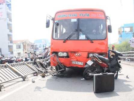 Khởi tố tài xế lái xe gây tai nạn kinh hoàng.