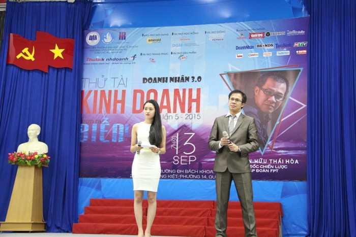 Diễn giả Thái Hòa khuyên các bạn sinh viên hãy tin vào chính bản thân mình.