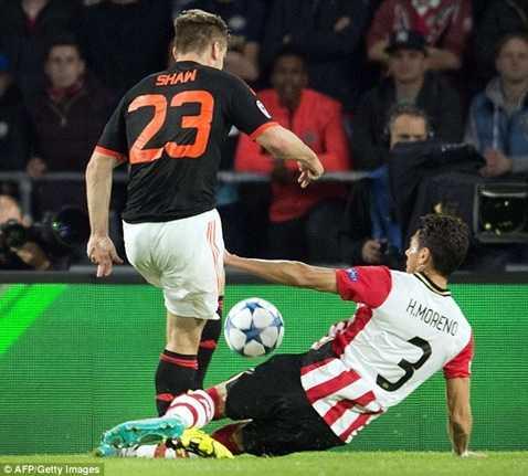 Cú vào bóng quyết liệt quá mức của Moreno