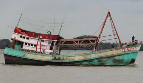 Một trong những con tàu bị tấn công. Ảnh: Vietnamnet