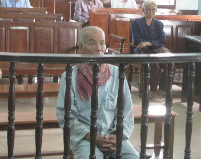 Ông Lê Văn Thà tại phiên tòa sơ thẩm ngày 17/9/2015