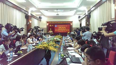 Bảo hiểm xã hội Việt Nam có buổi họp báo thông tin về việc thu bảo hiểm y tế học sinh sinh viên năm học 2015-2016.