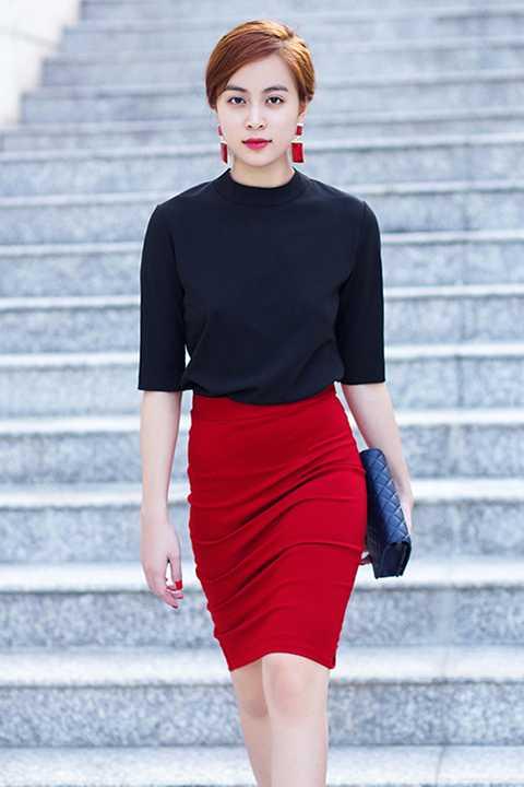 Với phong cách thời trang ổn định, tinh tế, cô nàng ngày càng khẳng định gu thời trang đẳng cấp của mình trong làng giải trí Việt.