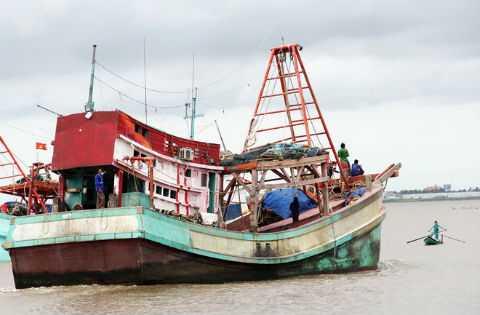 Một trong những tàu cá Việt Nam bị Cảnh sát biển Thái Lan tấn công. Ảnh: Vnexpress