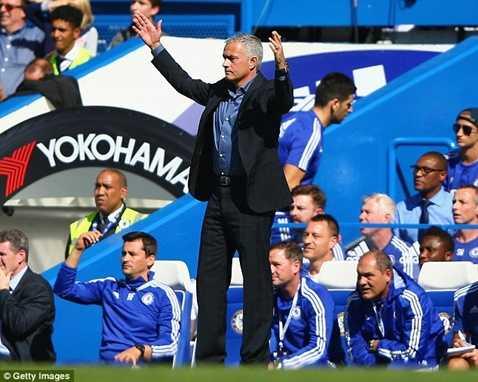 Chelsea lập tức thắng Arsenal khi Mourinho mặc vest trở lại