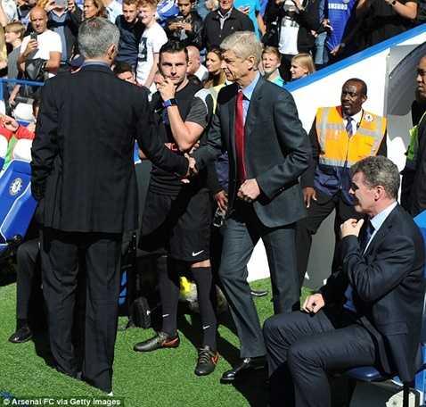 Mourinho chủ động bắt tay Arsene Wenger