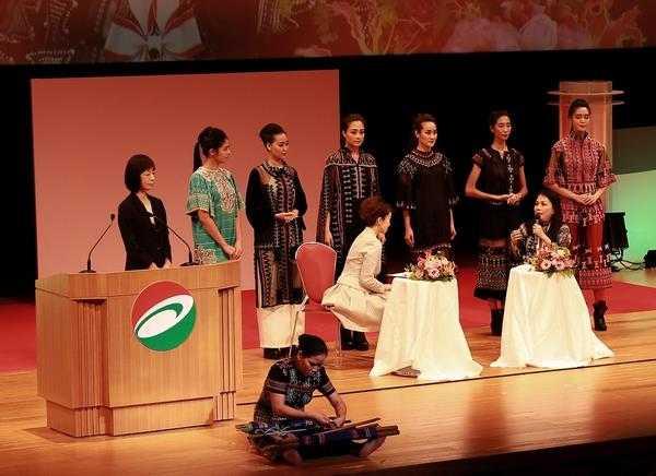 NTK Minh Hạnh trong lễ trao giải