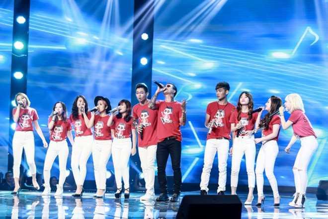 Tuấn Hưng cùng các thí sinh trong đội