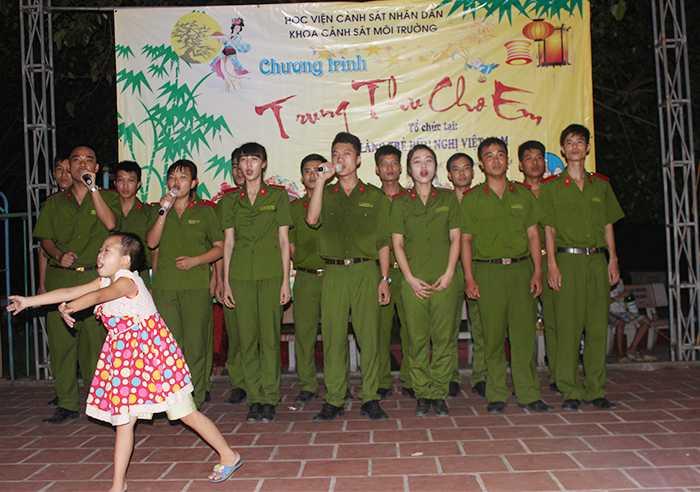 Khoa Cảnh sát môi trường - HV Cảnh sát Nhân dân đã tổ chức chương trình