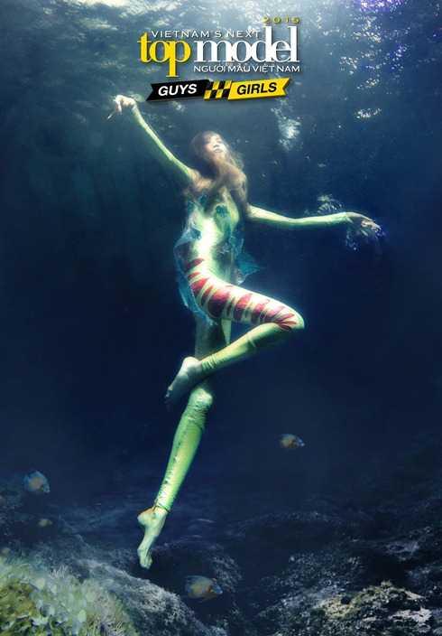 Hồng Xuân trong thử thách chụp hình dưới đáy nước ở tập 8 Vietnam's Next Top Model 2015
