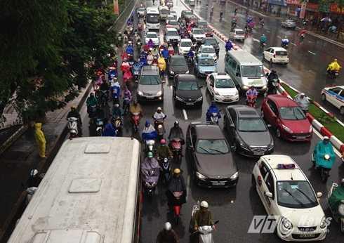 Hà Nội 'cứ mưa là tắc đường'