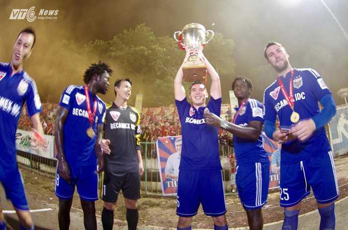 B.Bình Dương vô địch V-League 2015 (Ảnh: VSI)