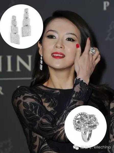 Cũng trong tháng 9 này, Chương Tử Di xuất   hiện tại lễ khánh thành một khách sạn ở Paris, cô đeo bông tai và nhẫn   của de Grisogono.