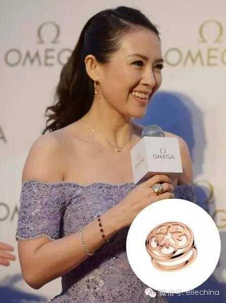Hồi   tháng 4.2015, Chương Tử Di góp mặt tại một sự kiện tại Trùng Khánh và   đeo chiếc nhẫn hoa hồng Omega Flower. Ngoài ra, trên tay trái của cô   cũng đeo chiếc vòng ngọc ruby, dấy lên thông tin đó chính là Uông Phong   tặng cô từ trước khi diễn ra sinh nhật của Hoa đán.