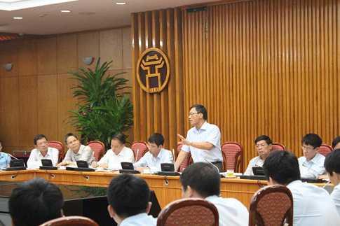 Phó Tổng Thanh tra Chính phủ Ngô Văn Khánh trong buổi công bố Quyết định thanh tra tại Bộ Giao Thông Vận Tải. Ảnh: Thanh tra Chính phủ
