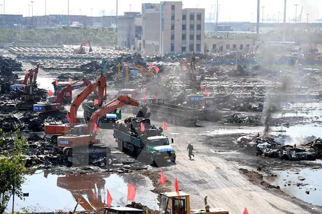 Dọn dẹp tại hiện trường vụ nổ ở Thiên Tân