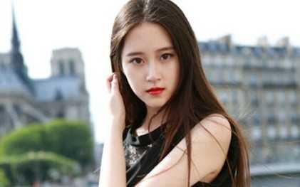 Chen Zi Mei là hoa khôi học ngành phiên dịch tiếng Pháp của Học viện phiên dịch cao cấp thuộc Đại học Ngôn ngữ Bắc Kinh. Cô không chỉ nổi tiếng nhờ xinh đẹp, mà còn bởi thành tích học tập xuất sắc. Ảnh: Asiaone.