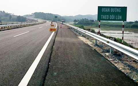 Thời hạn hoàn thành sữa chữa, khắc phục tình trạng lún trên cao tốc Nội Bài - Lào Cai là cuối tháng 10