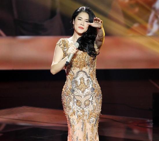 Thu Phương trình diễn ca khúc mới trên sân khấu Gala công bố kết quả The Voice cuối tuần qua.