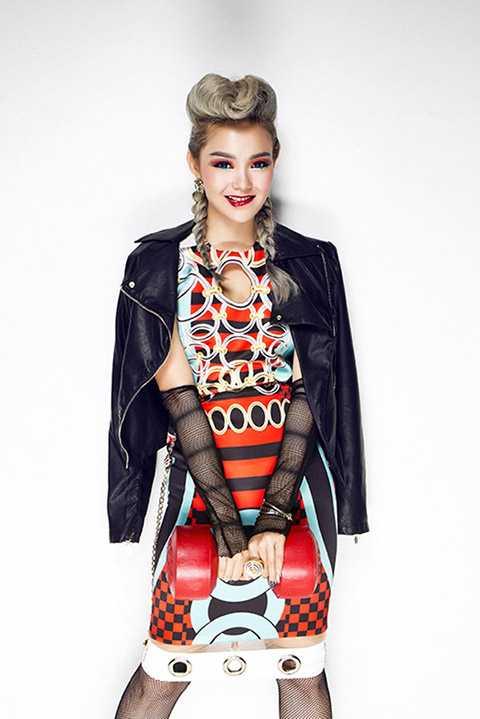 Bên cạnh đó, album single và MV Yolo vừa ra mắt cũng đã nhận được nhiều tín hiệu tích cực từ phía khán giả.