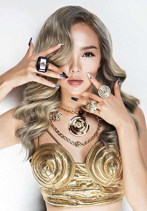 Hình ảnh của Minh Hằng được xây dựng theo phong cách pop art.