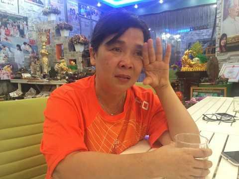 Bà Hương bật khóc khi nhắc đến những chuyện làm ảnh hưởng đến danh dự, uy tín của bà, cũng như Trung tâm