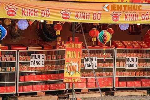 Ma trận giảm giá bánh trung thu ở TP HCM. Ảnh: Thiên Dũng.