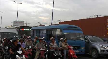 Hàng ngàn phương tiện