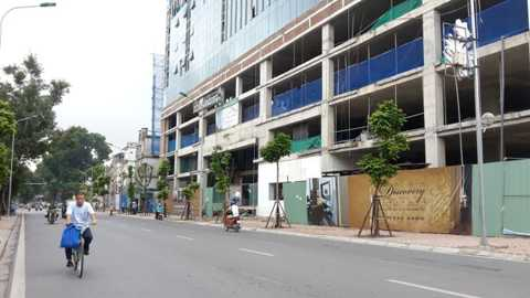 Thủ tướng Chính phủ vừa yêu cầu UBND TP. Hà Nội báo cáo về dự án 8B Lê Trực ngay trong tháng 9/2015.