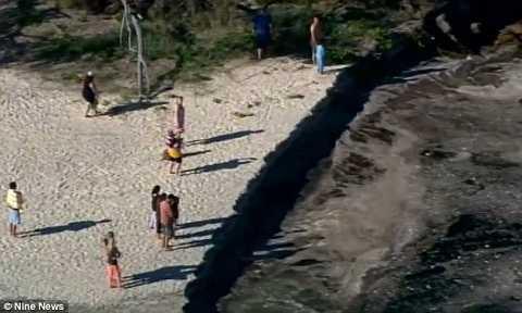 'Hố tử thần' đột ngột xuất hiện ở bãi biển Australia