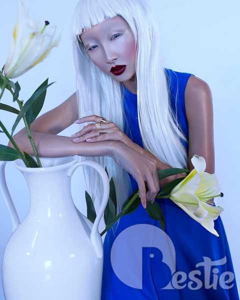 Có vẻ gương mặt thời trang Elite Model Look Vietnam 2014 muốn hoá thân thành Thiếu nữ bên hoa ly.