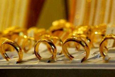 Giá vàng trong nước vẫn lình xình quanh mốc 34 triệu đồng/lượng