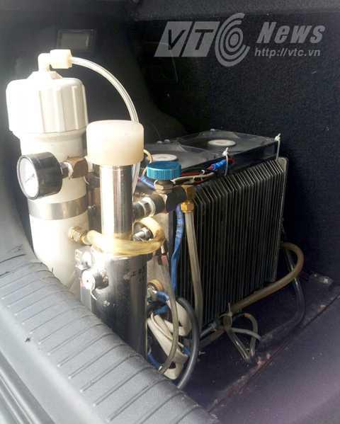 Chiếc máy điều chế hydro lắp trên ô tô hiệu Kia Morning của ông Khánh để chạy thử nghiệm từ Hải Phòng lên Hà Nội