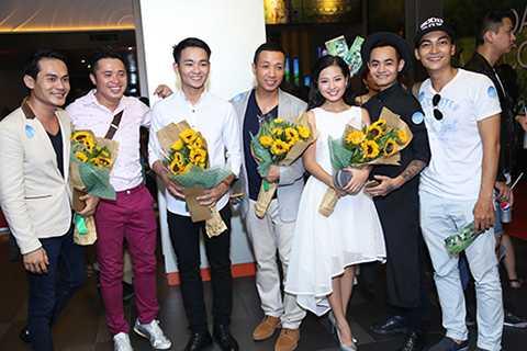 Khương Ngọc, Khả Ngân và nhiều anh chị đồng nghiệp khác cũng đến dự buổi ra mắt bộ phim.