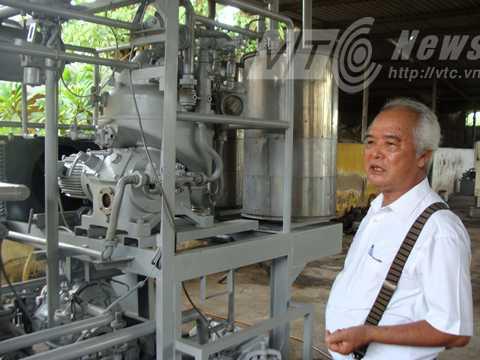 Chiếc máy ép tinh dầu điều tự động do ông Khánh sáng chế