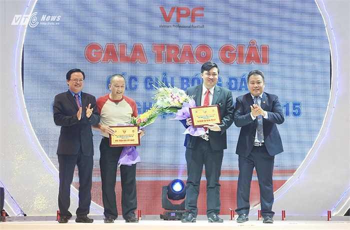 Trưởng giải Nguyễn Minh Ngọc và phó tổng giám đốc Phạm Phú Hòa bị chỉ trích nhiều nhất tại buổi tổng kết mùa giải 2015 (Ảnh: Phạm Thành)