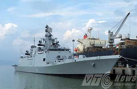 Tàu hộ vệ đa nhiệm tàng hình INS SAHYADRI của Hải quân Ấn Độ bắt đầu chuyến thăm hữu nghị TP Đà Nẵng.