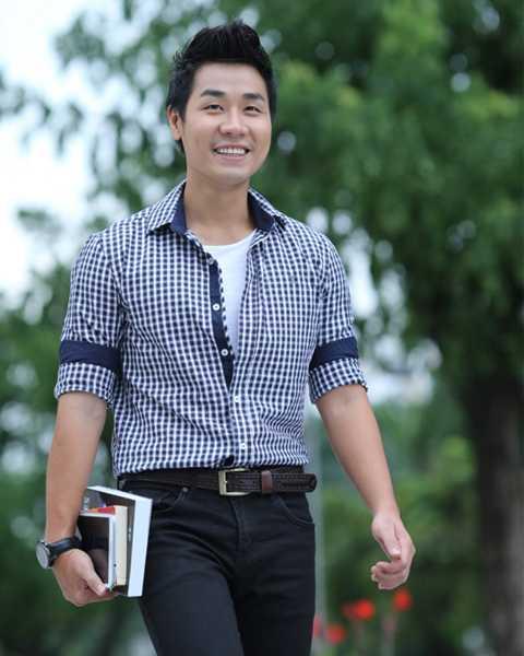 MC Nguyên Khang rất chăm đọc sách. Đọc sách giúp anh thay đổi cuộc đời.
