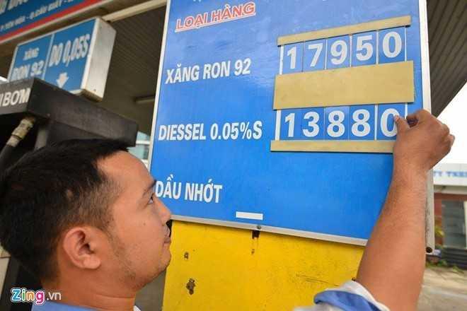Giá xăng tăng gần 200 đồng/lít từ 15h chiều nay. Ảnh minh hoạ